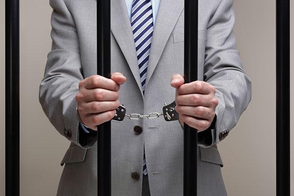 Ответственность номинального директора ООО: привлечение к уголовной ответственности фиктивного генерального директора.